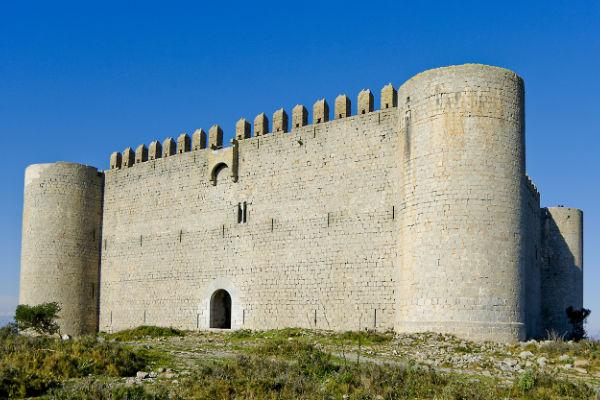 """Visitez le """"castell Montgri"""" (le château de la montagne gris)"""