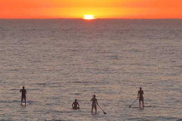 Paddle surf près de nos appartements en location à Estartit