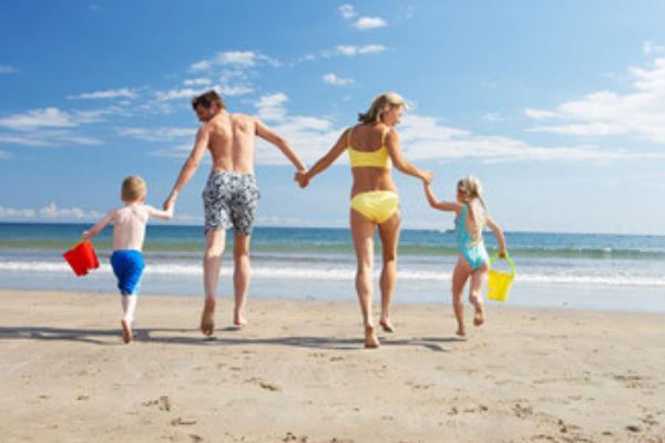 À la plage en famille